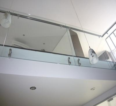 Làm lan can cầu thang kính cường lực giá rẻ tại TPHCM