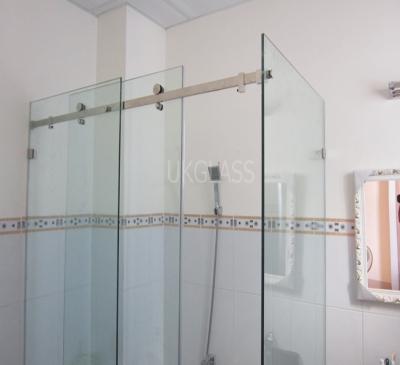 Phòng tắm kính cửa lùa trượt treo