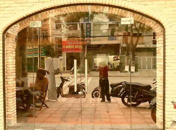 Cắt kính cường lực cho nhà hàng ở Tp. Hồ Chí Minh